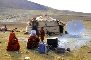Kirghiz (Afghanistan) - hut life, represent.